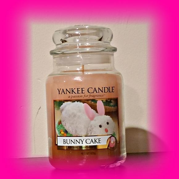 Bunny Cake 22oz Yankee Candle